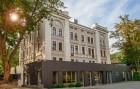 Kuren in Polen: Blick auf das Hotel Alhambra Bad Landeck Ladek Zdroj Polen