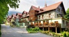 Kuren in Polen: Außenansicht vom Hotel Artus Prestige SPA Karpacz Krummhübel