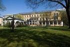 Kuren in Tschechien: Blick auf das Kurhaus Belvedere in Franzensbad (Frantisvoky Lázne)