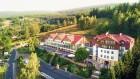 Kuren in Polen: Blick auf das Hotel und Medi Spa Bialy Kamien in Bad Flinsberg Swieradow Zdroj Isergebirge
