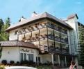 Kuren in Polen: Außenansicht des Spa & Kur Hotel Czeszka Bad Flinsberg Swieradów Zdrój Isergebirge