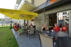 Kuren in Polen: Terrasse des Aparthotel Feniks Swinemünde Świnoujście