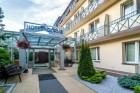 Kuren in Polen: Blick auf das Hotel Gornik in Kolberg Kolobrzeg Ostsee