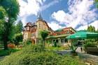 Kuren in Polen: Außenansicht des Kurhaus Kaja Bad Flinsberg Świeradów Zdrój Isergebirge