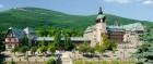 Kuren in Polen: Blick auf das Kurmittelhaus Dom Zdrojowy in Bad Flinsberg Swieradów Zdrój Isergebirge