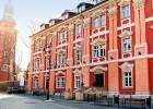 Kuren Polen: Außenansicht des Langes Haus Dlugi Dom Bad Warmbrunn Cieplice Zdrój