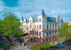 Kuren in Polen: Blick auf das Kurhaus Mewa I in Kolberg Kolobrzeg