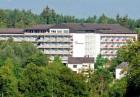 Kuren in Deutschland: Außenansicht des Hotel Alexanderbad in Bad Alexanderbad Bayern