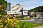 Kuren in Tschechien: Außenansicht vom Kurkomplex Curie in St. Joachimsthal Jáchymov