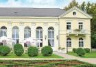Kuren in Polen: Außenansicht des Kurhaus Edward in Bad Warmbrunn Cieplice Zdrój