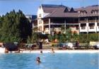 Kuren in Ungarn: Außenansicht des Hunguest Hotel Flóra in Eger