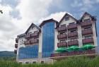 Kuren in Polen: Außenansicht des Hotel Era in Bad Flinsberg Świeradów Zdrój Isergebirge