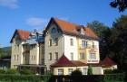 Kuren in Polen: Blick auf das Hotel Krysztal in Bad Flinsberg Swieradów Zdrój