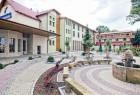 Kuren in Polen: Außenansicht vom Hotel Malinowy Dwor in Bad Flinsberg Swieradów Zdrój Isergebirge