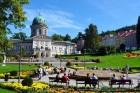 Kuren in Polen: Außenansicht auf das Kurhaus Wojciech in Bad Landeck Ladek Zdroj