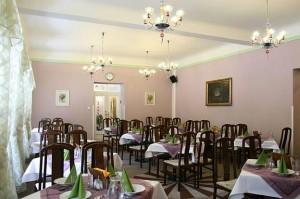 Kuren in Tschechien: Restaurant des Kurhaus Dr. Adler in Franzensbad Frantiskovy Lázne