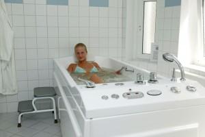 Kuren in Polen: Wannenbad im Kurhotel Villa Anna Lisa in Swinemünde Swinoujscie