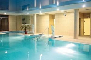 Kuren in Tschechien: Schwimmbad im Hotel Bajkal in Franzensbad Frantiskovy Lazne