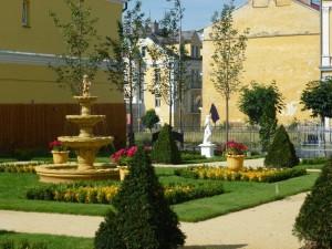 Kuren in Tschechien: Garten des Hotel Bajkal in Franzensbad Frantiskovy Lazne