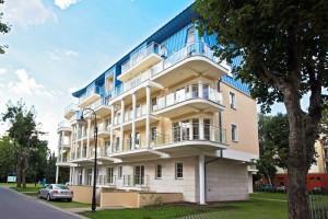 Kuren in Polen: Seitenansicht vom Aparthotel Baltic SPA in Swinemünde Ostsee Polen