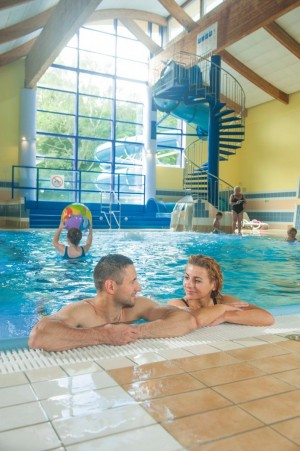 Kuren in Polen: Im Schwimmbad des Sanatorium in Kolberg Kolobrzeg Ostsee Polen