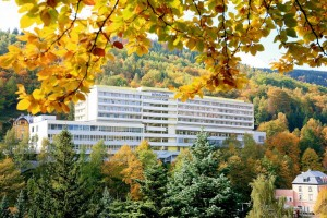 Kuren in Tschechien: Blick auf das Kurhotel Akademik Behounek in St. Joachimsthal Jáchymov