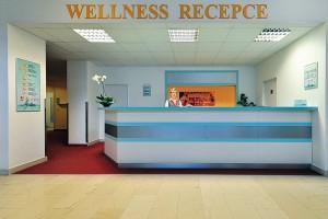 Kuren in Tschechien: Wellnessrezeption im Kurhotel Akademik Behounek in St. Joachimsthal Jáchymov