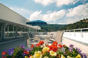 Kuren in Tschechien: Dachterrasse des Kurhotel Akademik Behounek in St. Joachimsthal Jáchymov