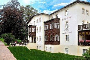 Kuren in Polen: Blick auf das Kurhotel Berliner in Bad Flinsberg Swieradów Zdrój Isergebirge