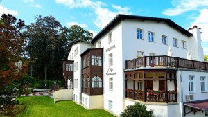 Kuren nach Polen: Außenasicht vom Kurhotel Berliner in Bad Flinsberg Swieradów Zdrój Isergebirge