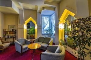 Kuren nach Polen: Sitzecke im Kurhotel Berliner in Bad Flinsberg Swieradów Zdrój Isergebirge
