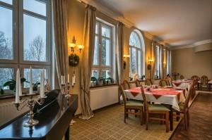 Kuren nach Polen: Speiseraum des Kurhotel Berliner in Bad Flinsberg Swieradów Zdrój Isergebirge