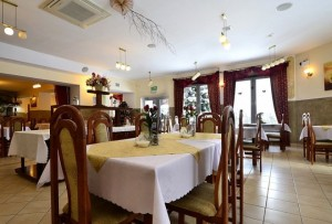 Kuren in Polen: Speiseraum im Spa & Kur Hotel Czeszka Bad Flinsberg Swieradów Zdrój Isergebirge