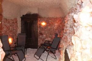 Kuren in Polen: Salzgrotte des Spa & Kur Hotel Czeszka Bad Flinsberg Swieradów Zdrój Isergebirge