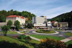 Kuren in Tschechien: Blick auf den Kurkomplex Curie in St. Joachimsthal Jáchymov