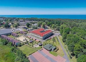 Kuren in Polen: Luftaufnahme des Hotel Delfin Spa und Wellness in Neuwasser Dabki Ostsee