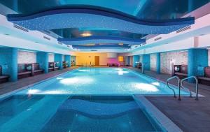 Kuren in Polen: Schwimmbad im Hotel Delfin Spa und Wellness in Neuwasser Dabki Ostsee