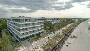 Kuren in Polen: Strand vor dem Aparthotel Dune Beach Resort Großmöllen Mielno Polen