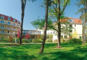 Kuren in Deutschland: Außenansicht der Klinik Eisenmoorbad Bad Schmiedeberg Sachsen-Anhalt