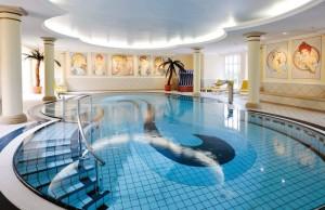 Kuren in Deutschland: Schwimmbad im Hotel Hanseatic in Göhren