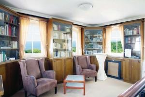 Kuren in Deutschland: Bibliothek des Hotel Hanseatic in Göhren