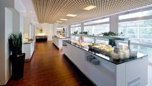 Kuren in Deutschland: Speisesaal im Gesundheitszentrum Helenenquelle in Bad Wildungen