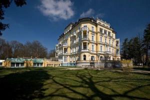 Kuren in Tschechien: Außenansicht vom Kurhotel Imperial in Franzensbad Frantiskovy Lázne