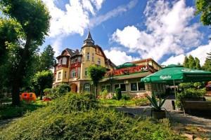 Kuren in Polen: Blick auf das Hotel Kaja in Bad Flinsberg Swieradów Zdrój Isergebirge