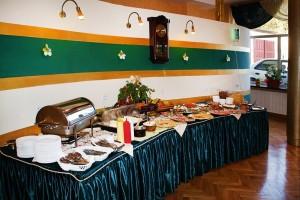 Kuren in Polen: Speiseraum im Kurhotel Kaja in Bad Flinsberg Swieradów Zdrój Isergebirge