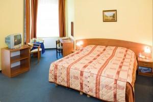 Kuren in Polen: Zimmerbeispiel im Kurhotel Kaja in Bad Flinsberg Swieradów Zdrój Isergebirge