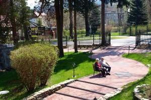Kuren in Polen: Gelände des Kurhotel Kaja in Bad Flinsberg Swieradów Zdrój Isergebirge