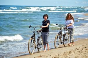 Kuren in Polen: Strand am Hotel Kormoran Rowy Rowe Polen