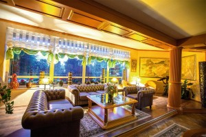 Kuren in Polen: Lobby des Hotel Kormoran Rowy Rowe Polen