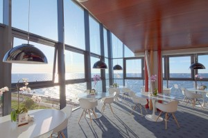 Kuren in Polen: Cafe mit Meerblick im Hotel Marine & Ultra Marine in Kolberg Kolobrzeg